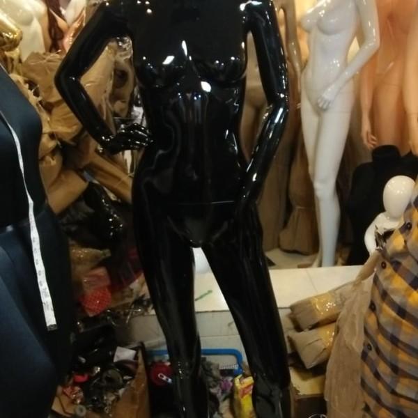 female-mannequin