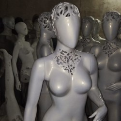 female-mannequin-oval