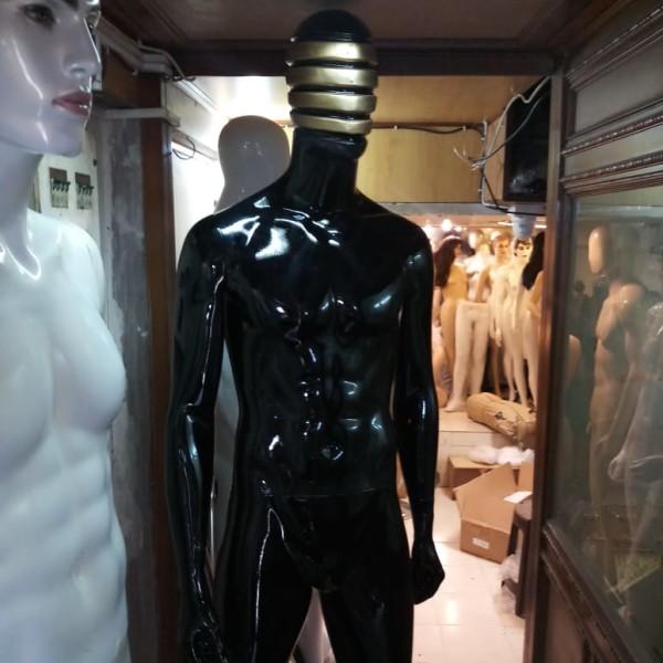 male-mannequin